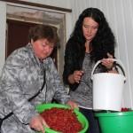 Чарнічна-малиновый джем. В Ляховичском районе продолжается сезон заготовок